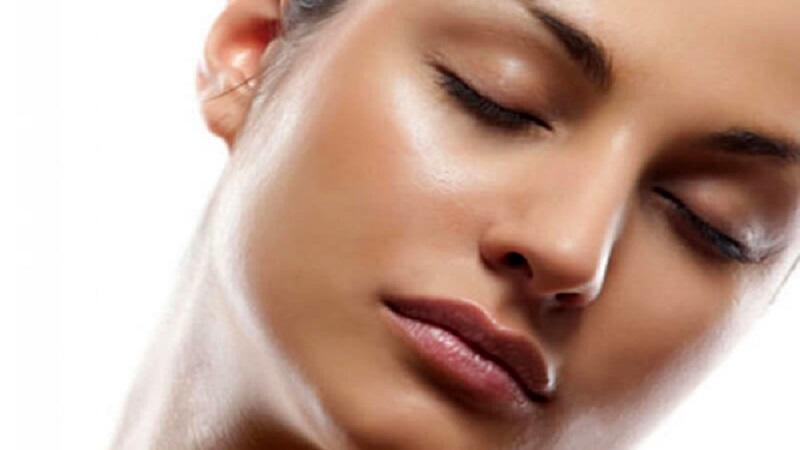 کنترل چربی پوست-پاکسازی و کاهش آن | بهترین کلینیک زیبایی اصفهان